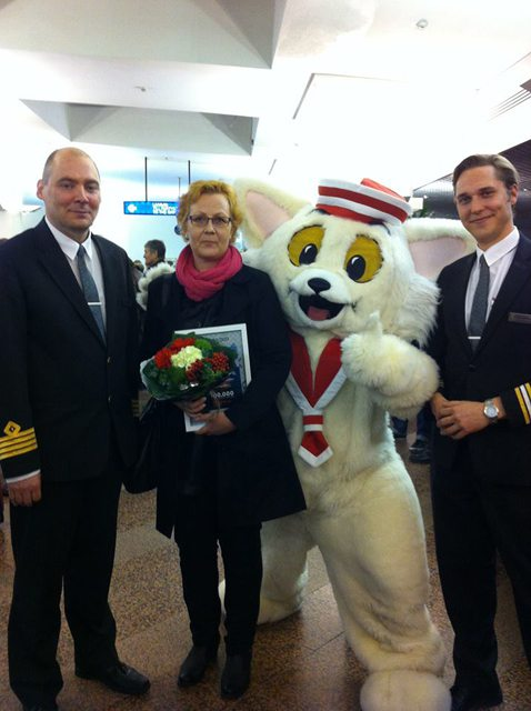 Stefan Andersson, C aptain,Viking Grace, Paula Riihisaari and Jonathan Isaksson, Cruise Manager, Viking Grace - Bildquelle: Viking Line